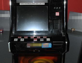 Policjanci razem z celnikami zabezpieczyli automaty do gier