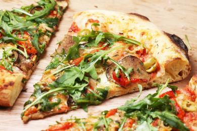 Dlaczego pizza była nazywana daniem biednych? Trochę historii tego słynnego placka