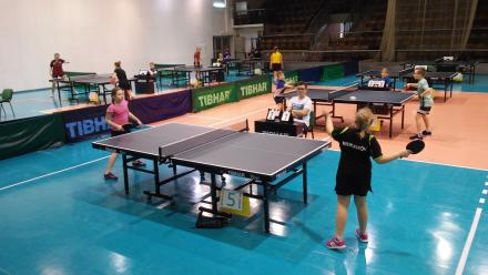 Sukces zawodników UKS Dwójka w tenisie stołowym