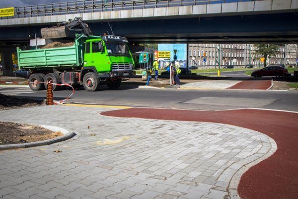 Nowe przejście dla pieszych i ułatwienia dla rowerzystów