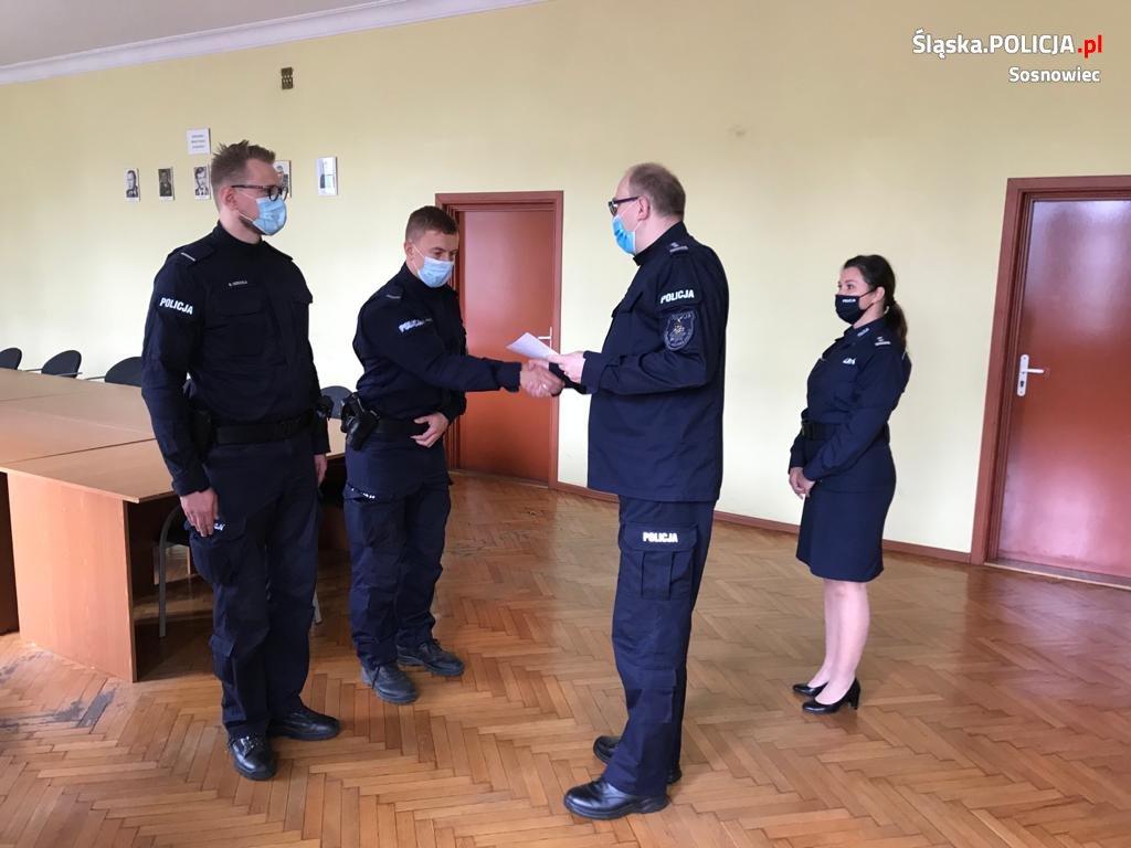 Podziękowania dla sosnowieckich policjantów za uratowanie życia mężczyzny