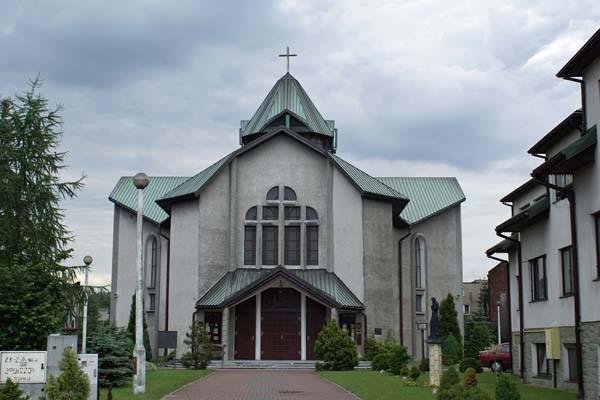 Parafia Pogoń - Kościół pw. św. Łukasza Ewangelisty