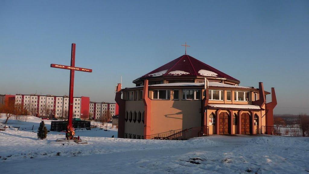 Klimontów - Kościół pw. Jezusa Chrystusa Najwyższego i Wiecznego Kapłana